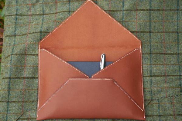 A5 Fawn Baranil Envelope with Ecru Lin Cable, Folio Lamb Lining